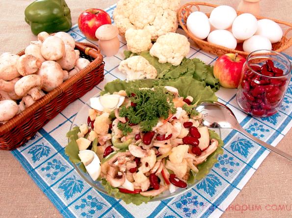 Салат из цветной капусты и шампиньонов с фасолью