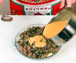 Запеканка из мясного фарша с зеленью, чесноком и макаронами