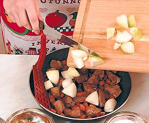 Рагу из говядины со сладким перцем и морковью