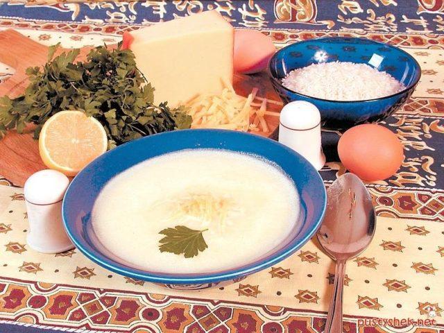 Яичный суп с сыром и зеленью