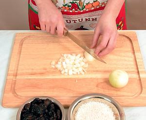 Куриный суп с черносливом и луком-пореем