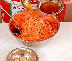 Салат из моркови с орехами и медом