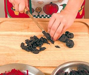 Салат черепашка с черносливом и грецкими орехами