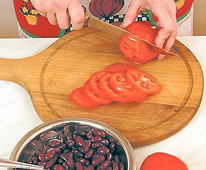 Курица с фасолью и помидорами