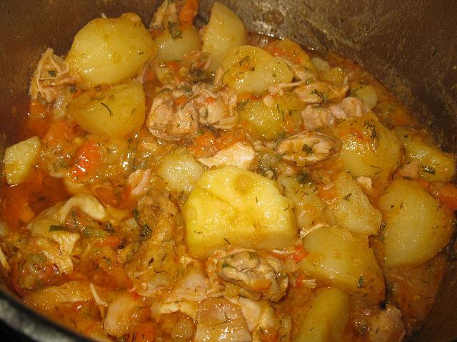 Жаркое из кролика с картошкой