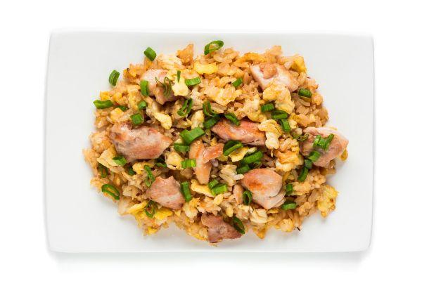 Жареный рис с курицей и лемонграссом по-тайски