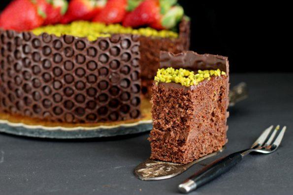 Шоколадный трюфельно-каштановый торт с сотами