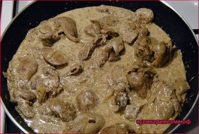 Печенка в сметанно-луковом соусе