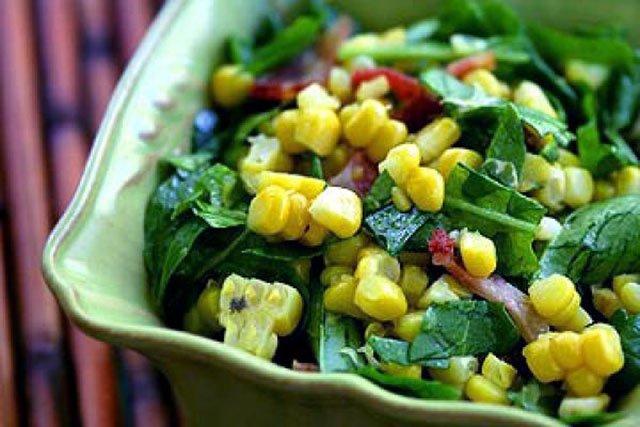 Салат с рукколой и кукурузой