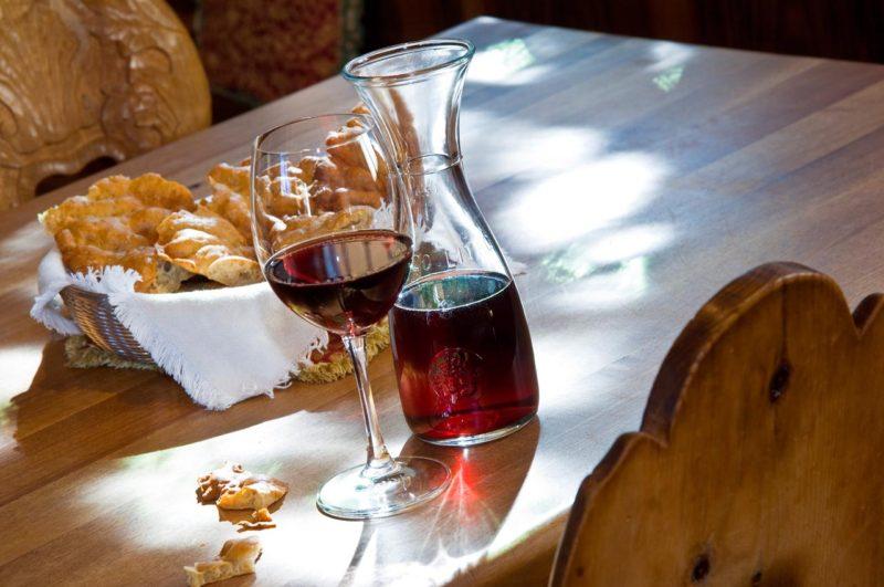 Как самостоятельно дома сделать вино?