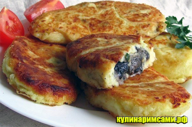 Жареные картофельные пирожки с грибами