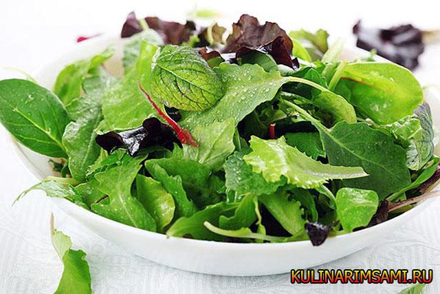 Салат с зелеными листьями