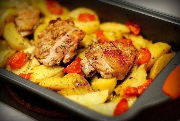 Курица маринованная в кефире и запечённая с картофелем