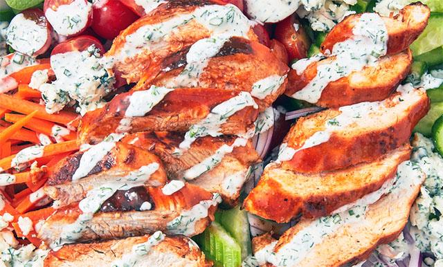 Салат с курицей «Баффало»