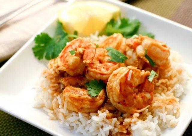 креветки с рисом в лемонно-чесночном соусе